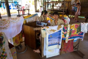 A Tenganan producono batik