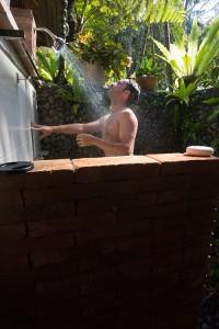 La doccia (hint: è fredda)